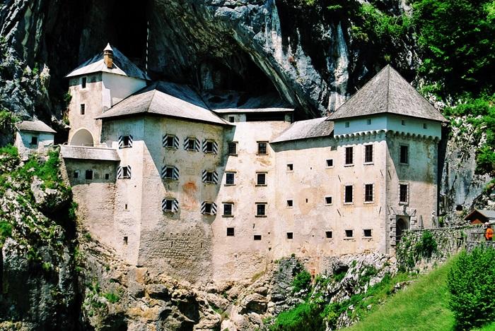 Predjama Burg